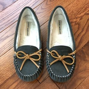 Lucky Brand size 8 gray flats with brown bows